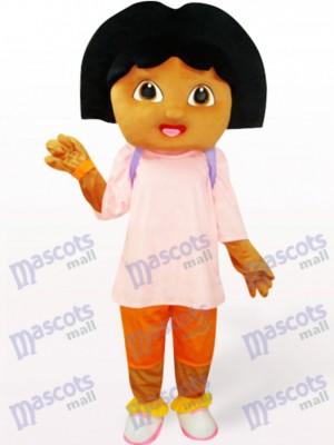 Linda chica en camiseta rosa Disfraz de mascota